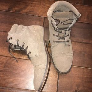 Steve Madden Shoes - Women's size 9 suede Steve Madden ankle booties